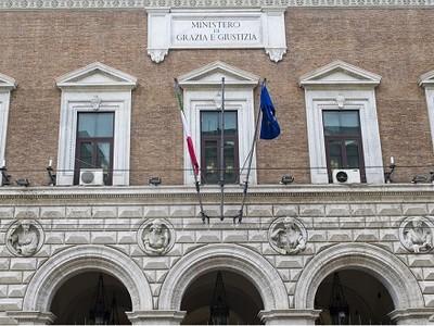 La facciata del ministero della Giustizia in Via Arenula