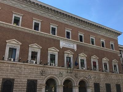 La facciata della sede centrale del Ministero della giustizia a Roma