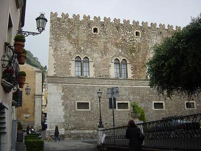 Facciata del Palazzo Corvaja, Taormina