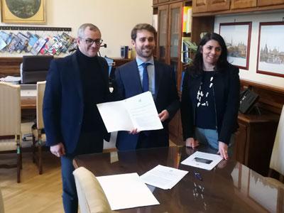 Basentini, Ferraresi e Fabbrini durante firma protocollo Aula bunker carcere di Bologna