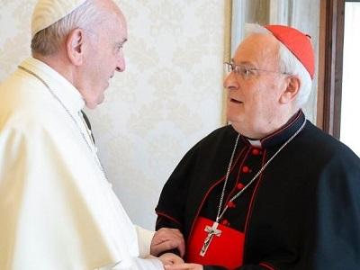 Papa Francesco con il cardinale Gualtiero Bassetti. Foto tratta da vaticannews.va