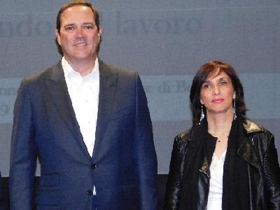 Chuck Robbins chairman e CEO di Cisco assieme a Cosima Buccoliero, vicedirettrice del carcere di Bollate