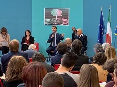 Il sottosegretario Vittorio Ferraresi in visita all'istituto minorile di Torino