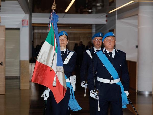 Il ritiro della bandiera del corpo di Polizia Penitenziaria