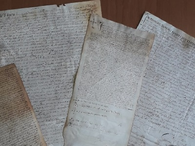 Alcune pergamene ritrovate negli Archivi Notarili di Napoli