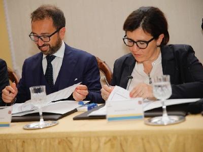 Bagnoli, la firma del protocollo con Alfonso Bonafede, ministro della Giustizia, ed Elisabetta, ministra della Difesa