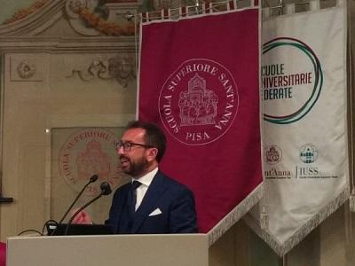 Alfonso Bonafede durante il suo intervento alla Scuola Sant'Anna di Pisa