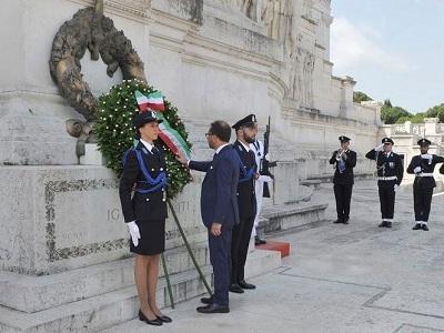 8 luglio 2019 Bonafede depone corona per memoria caduti Altare della Patria