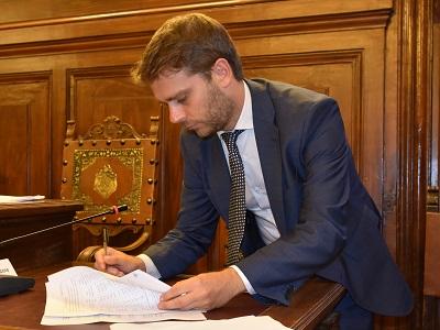 Il sottosegretario alla Giustizia Vittorio Ferraresi firma gli accordi FUA,