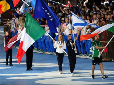 Cerimonia di chiusura: Paternoster portabandiera Italia