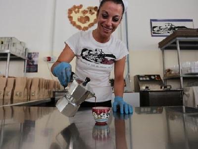 Produzione del caffè Lazzarelle nel carcere di Pozzuoli