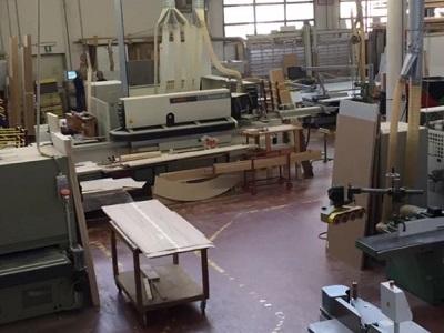 Laboratorio di falegnameria. Lavorazione del legno