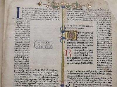 La prima pagina del libro miniato sulle Decretalia di papa Gregorio IX