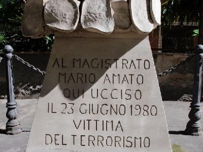 La stele che ricorda Mario Amato, ucciso il 23 giugno del 1980 dal gruppo terroristico Nar