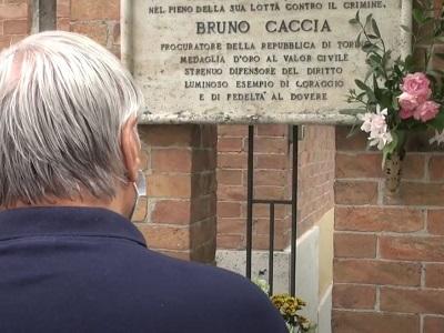 Don Luigi Ciotti alla staffetta organizzata da 'Libera' per ricordare il giudice Bruno Caccia, ucciso dalla 'ndrangheta il 26 giugno del 1983