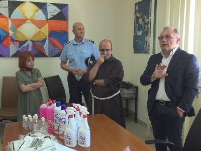 L'AIPAMM Associazione Italiana Pazienti con Malattie Mieloproliferative consegna mascherine e altri prodotti igienizzanti alla Casa Circondariale di Gela