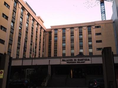 La facciata del Tribunale di Catanzaro