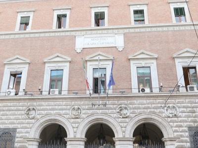 Facciata del palazzo sede del Ministero della Giustizia in via Arenula a Roma