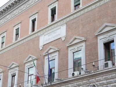 Particolare della facciata del palazzo del Ministero della Giustizia in via Arenula a Roma - Foto di Doriano Ciardo
