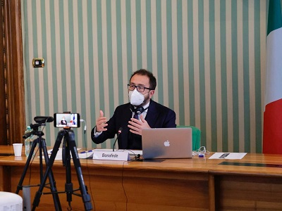 Il ministro della Giustizia Alfonso Bonafede durante l'incontro del Gruppo Vendome in videoconferenza del 15 gennaio 2021